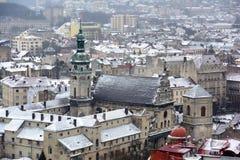 Ukraina Lviv - December, 15, 2016: Vinterdag i Lviv Sikt av Royaltyfri Fotografi