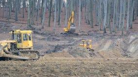 UKRAINA LVIV Grudzień 29th 2018 Praca ekskawatory i buldożery na budowie Zmielony wyrównanie zbiory