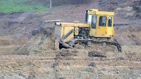 UKRAINA LVIV Grudzień 29th 2018 Praca ekskawatory i buldożery na budowie Zmielony wyrównanie zdjęcie wideo