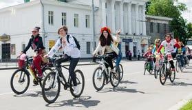 Ukraina poltava Wiosna 2015 Women&-x27; s roweru przejażdżka w Poltava Zdjęcia Stock