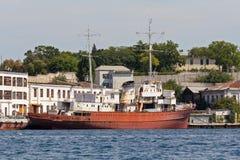 Ukraina Sevastopol - September 02, 2011: Den tidigare yachtadmiren Arkivfoton