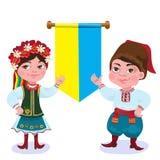 ukrainare Mannen och kvinnan mot en flagga Royaltyfri Bild