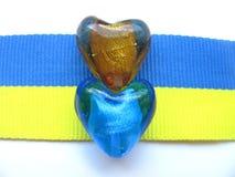 Ukrainarepärlor & flagga Royaltyfria Bilder