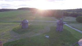 UkrainarePirogovo by med forntida autentiska hus 4K flyg- sikt arkivfilmer