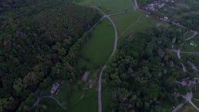 UkrainarePirogovo by med forntida autentiska hus 4K flyg- sikt lager videofilmer