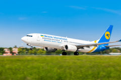 Ukraine, Borispol - 22. Mai: Boeing 737 entfernt sich am internationalen Flughafen Borispol am 22. Mai 2015 in Borispol, Ukraine Stockfotos