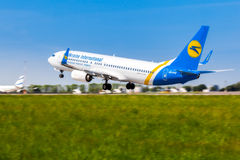 Ukraine, Borispol - 22. Mai: Boeing 737 entfernt sich am internationalen Flughafen Borispol am 22. Mai 2015 in Borispol, Ukraine Lizenzfreies Stockfoto