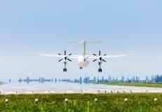 Ukraine, Borispol - 22. Mai: Luft Q400 Ostsee des Bombenschützen-Schlag-8 landet am internationalen Flughafen Borispol am 22. Mai Lizenzfreie Stockfotografie