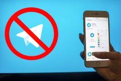 Ukraine, Dnieper - 26. April 2018: Anwendungs-Telegramme in einem Smartphone Bote Telegram möchte in Russland blockieren Lizenzfreie Stockfotografie