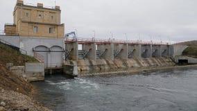 ukraine för station för dnepr vattenkraftflod zaporozhye Hydrokraftverk Skytte utanför det hydrauliska rummet Kamera i rörelse hå stock video