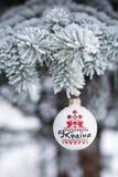 Ukraine-Flitter auf Weihnachtsbaum Das Wort, das auf Th geschrieben wird Lizenzfreie Stockfotografie