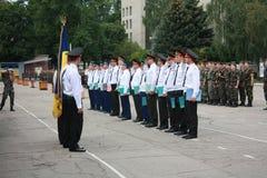 ukraine Gewone jonge militair neemt een eed in Kharkov Royalty-vrije Stock Foto's