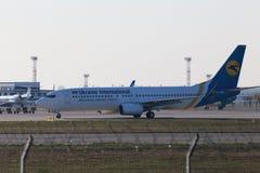 Ukraine International Airlines Boeing 737-800 flygplan Royaltyfri Foto