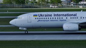 Ukraine International Airlines Boeing 737-800 UR-PSY, München stock footage