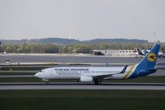 Ukraine International Airlines taxiing w Monachium lotnisku, MUC obrazy royalty free