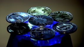 ukraine kiev Omwenteling bitcoins in een lichtstraal stock video