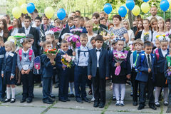 ukraine Kiev - September 1, 2016 Första-väghyvlar och annan studen Fotografering för Bildbyråer