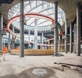 Ukraine, Kiew Installation von Achterbahnen im Einkaufszentrum Fortschritt im Bau von Einkaufszentrum Republik Lizenzfreies Stockfoto