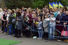 Ukraine, Kiew - 05 9 2016: Leute feiern den Tag des Sieges in den Straßen der Stadt, ein Militärmusiker Stockfotografie