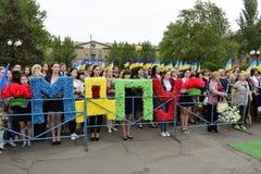 Ukraine, Kiew - 05 9 2016: Leute feiern den Tag des Sieges in den Straßen der Stadt, ein Militärmusiker Stockfotos