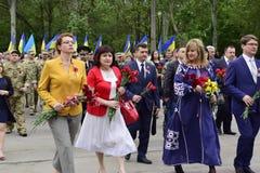 Ukraine, Kiew - 05 9 2016: Leute feiern den Tag des Sieges in den Straßen der Stadt, ein Militärmusiker Lizenzfreies Stockbild