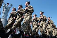 Ukraine, Kiew 8. Mai 2015: Neuzugänge der bewaffneten Kräfte von Ukraine nehmen eine Eidzeremonie teil Lizenzfreie Stockbilder