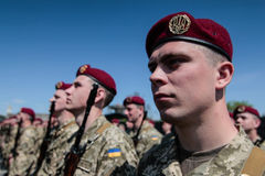 Ukraine, Kiew 8. Mai 2015: Neuzugänge der bewaffneten Kräfte von Ukraine nehmen eine Eidzeremonie teil Stockfotos