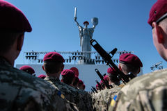 Ukraine, Kiew 8. Mai 2015: Neuzugänge der bewaffneten Kräfte von Ukraine nehmen eine Eidzeremonie teil Lizenzfreies Stockbild