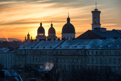 Ukraine, Lemberg - Dezember, 16, 2016: Morgen Lemberg, Sonnenaufgang Ansicht Lizenzfreie Stockfotos
