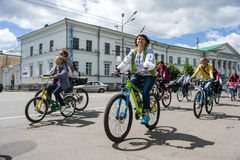 ukraine poltava Vår 2015 Women' s-cykelritt i Poltava Arkivfoton