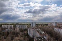 ukraine Tjernobyl uteslutandezon - 2016 03 19 Byggnader i den övergav staden av Pripyat Royaltyfri Foto