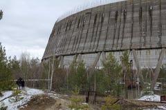 ukraine Tjernobyl uteslutandezon - 2016 03 20 det oavslutade tornet är nära kärnkraftverket Royaltyfri Fotografi