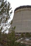 ukraine Tjernobyl uteslutandezon - 2016 03 20 det oavslutade tornet är nära kärnkraftverket Arkivfoton