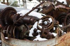 ukraine Tjernobyl uteslutandezon - 2016 03 20 Gamla metalldelar på abandonetsovjetmilitärbasen Royaltyfri Fotografi