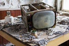 ukraine Tjernobyl uteslutandezon - 2016 03 20 Gamla metalldelar på abandonetsovjetmilitärbasen Royaltyfria Bilder