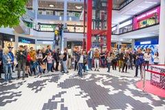 Ukrainien, Lviv - l'AMI 2017 : FORUM central de boutique Centre commercial d'Arese, le plus grand centre commercial dans l'Ukrain Photographie stock libre de droits