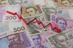 Ukrainische Banknoten und Pfeil unten Stockfoto