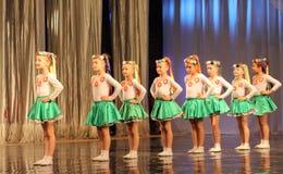 Ukrainische der Tanz-Polka der Kinder Lizenzfreie Stockbilder