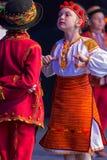Ukrainische Kindertänzer im traditionellen Kostüm Stockfotografie
