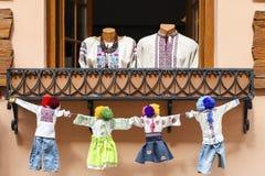 Ukrainische nationale Kostüme, die Familie bedeuten stockfotografie