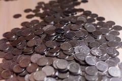 Ukrainische Silbermünzen Pyramide des Geldes Stockbilder