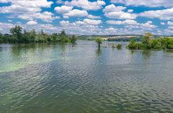Ukrainische Sommerlandschaft mit Dnepr-Fluss Stockbild