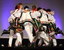 Ukrainische Tänzer in einem Kreis lizenzfreie stockfotos