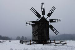 Ukrainische Windm?hle im Museum der nationalen Architektur stockfotografie