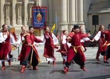 Ukrainischer Tanz an der Kathedrale Lizenzfreie Stockfotografie
