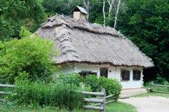 Ukrainisches Dorfhaus Stockbilder