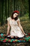 Ukrainisches Mädchen im Wald Stockfoto