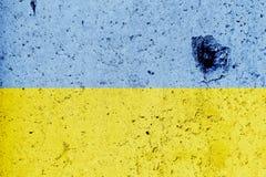 Ukrainsk flagga som målas på en betongvägg flagga ukraine texturerad abstrakt bakgrund Royaltyfri Foto