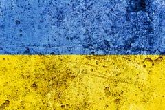 Ukrainsk flagga som målas på en betongvägg flagga ukraine texturerad abstrakt bakgrund Arkivbilder