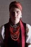 Ukrainsk flicka i den folk dräkten arkivfoton